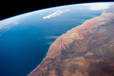 ISS-40_Namib_Desert_coast_and_dust_plumes.jpg